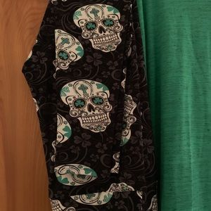 Skull leggings & Irma shirt - XL (NWT)